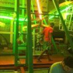 「バンコク/遊び場」タイの移動式遊園地に挑戦!乗って分かった、日本のジェットコースターより100倍怖かったそのわけとは?