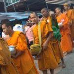 「タイ旅行」サンクラブリ 早朝TO DOは?ミャンマーの民族衣装を着てタンブン